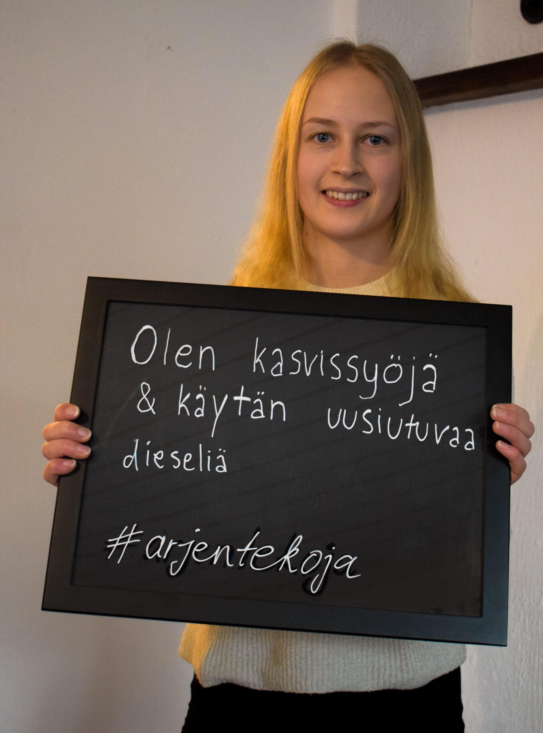 """Pinja Koivisto """"Olen kasvisyöjä ja käytän uusiutuvaa dieseliä."""""""