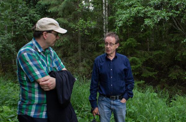 Kari Stenholm ja Esko Pietari keskustelevat